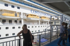 Annika på väg om bord på Costa Fascinosa