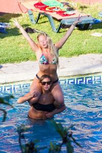 Hanna o Sara i poolen Torrevieja